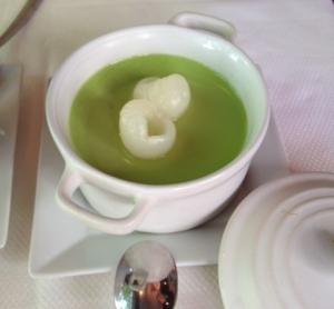 Flan saveur feuilles de pandanus avec longane