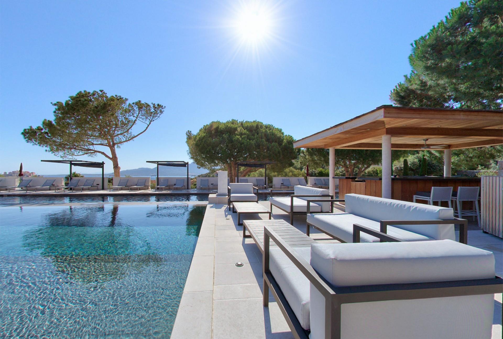 villa calvi piscine