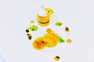 Foie gras de Canard Mi-cuit,déclinaison de pêche jaunes et poivre de sichuan rouge. Courban