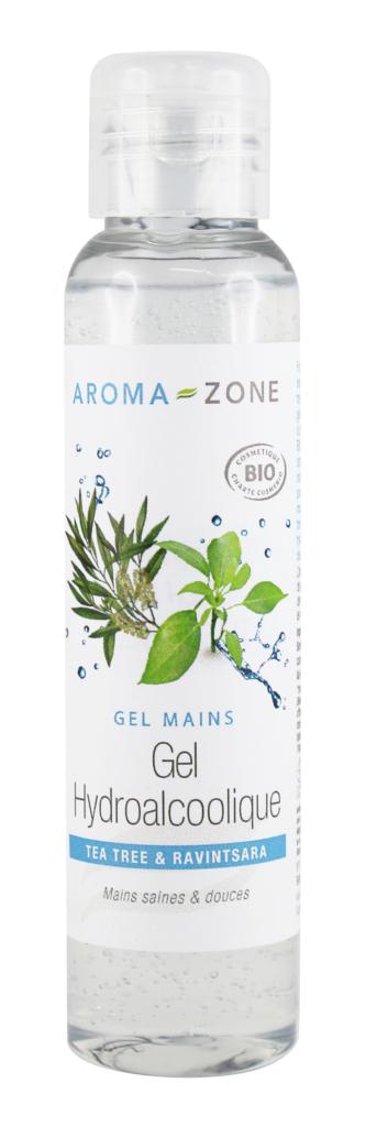 """Pour permettre à chacun de se protéger et de protéger leurs proches, AROMA-ZONE a décidé de lancer à prix coûtant de 2,20€ """"par solidarité"""" un gel hydroalcoolique Bio. Formulé avec les huiles essentielles purifiantes de Tea tree Bio et Ravintsara Bio, ce gel, concentré à plus de 60% en alcool* végétal bio à 96°, garantit une hygiène optimale des mains. Il s'utilise notamment lorsqu'on ne peut pas se laver les mains au savon. Sa formule non desséchante à base d'acide hyaluronique, aide à maintenir des mains douces et hydratées"""